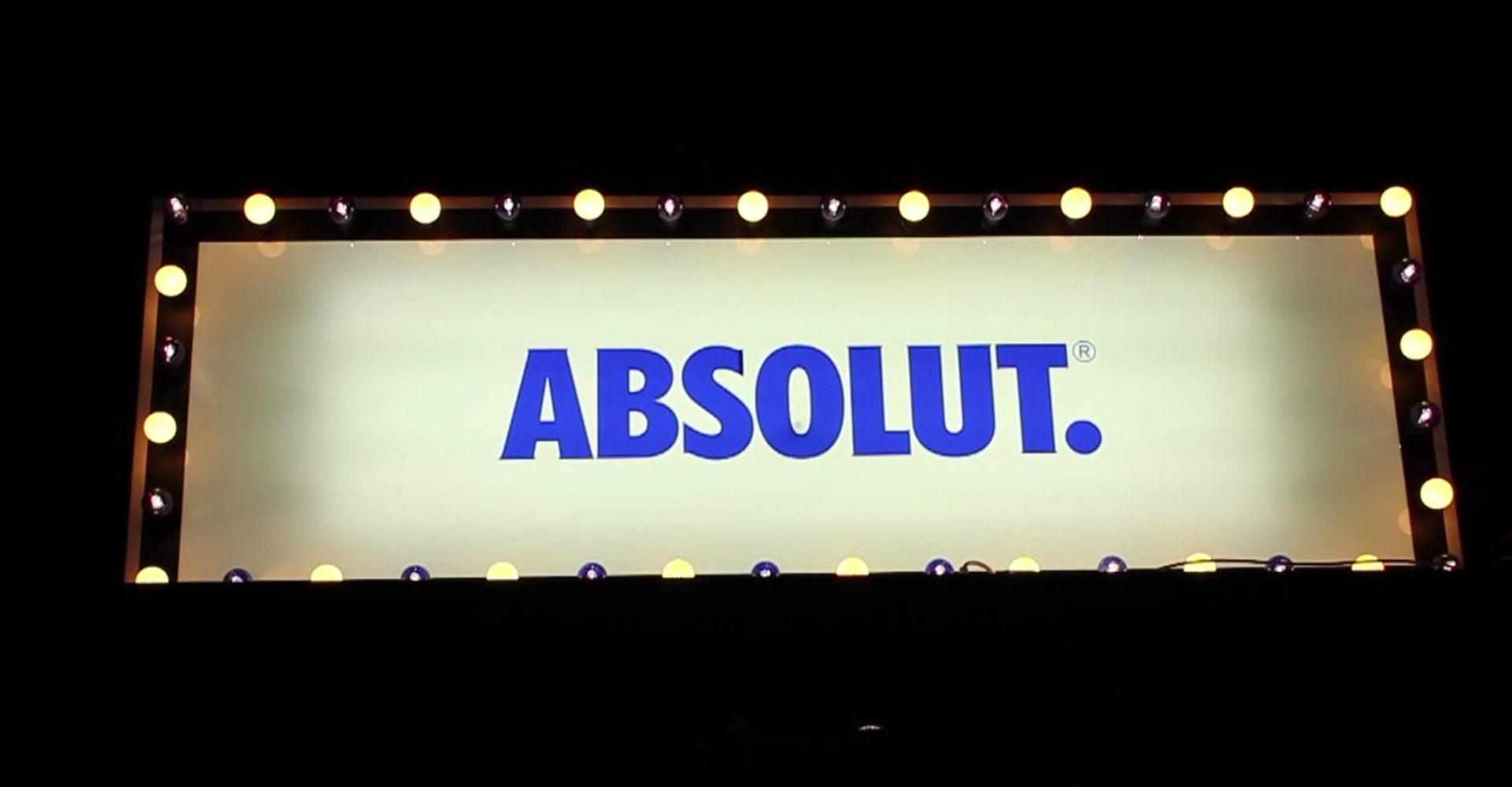ultravioletto_Club-2-Club-Interactive-Installation-Absolut-Vodka-4